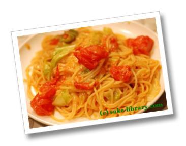 トマトとキャベツのピリ辛パスタ
